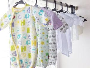 新生児 服 干している
