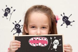 女の子 虫歯 模型