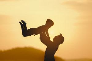 パパと子ども 抱っこ